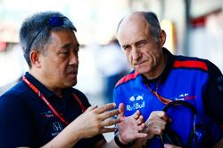 Masashi Yamamoto, General Manager, Honda Motorsport, e Franz Tost, Team Principal, Toro Rosso