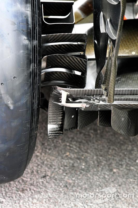 Detalle del difusor trasero y conducto de freno del RS17 del Renault Sport F1 Team