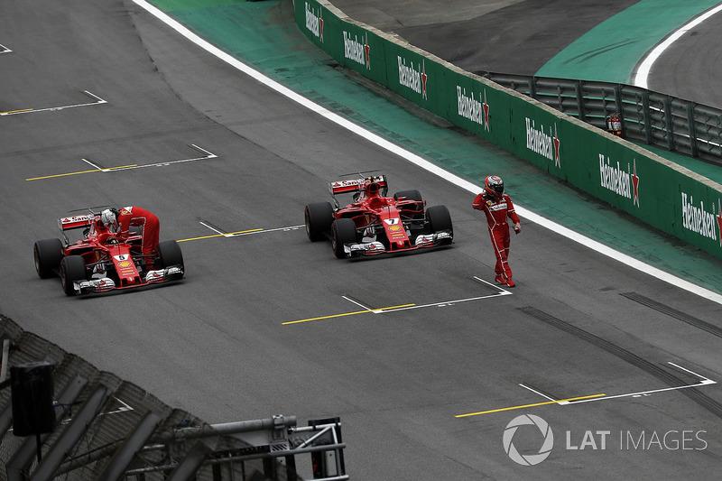 Sebastian Vettel, Ferrari SF70H y Kimi Raikkonen, Ferrari SF70H llegan al parc ferme