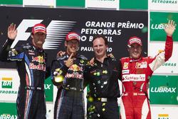 Подиум: победитель гонки Себастьян Феттель, Red Bull Racing RB6, второе место – Марк Уэббер, Red Bul