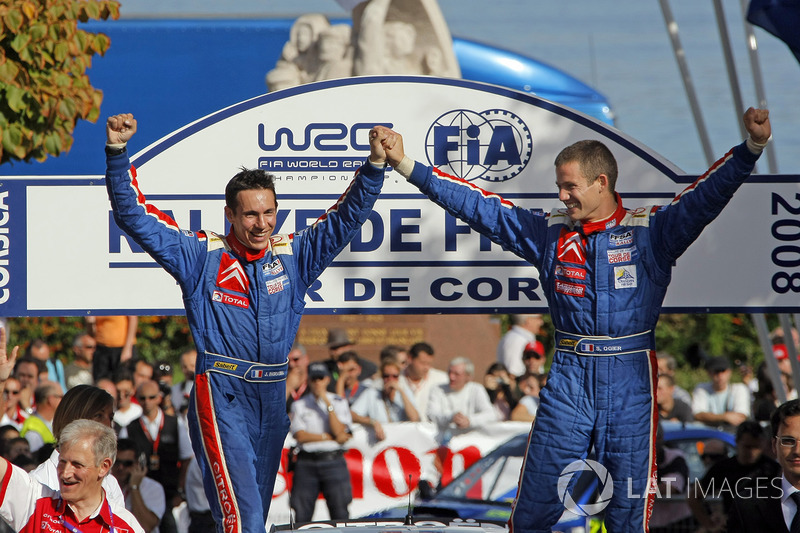 Nach Siegen in Jordanien und Deutschland reicht ihm ein zweiter Platz auf Korsika zum Titelgewinn in der Junior-WM. Seit der ersten Stunde an seiner Seite: Beifahrer Julien Ingrassia.