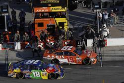 Daniel Suarez, Joe Gibbs Racing Toyota, pit stop, Kyle Busch, Joe Gibbs Racing Toyota