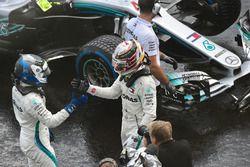 Valtteri Bottas, Mercedes-AMG F1 and Lewis Hamilton, Mercedes-AMG F1 celebrate in parc ferme