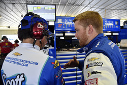 Chris Buescher, JTG Daugherty Racing, Chevrolet Camaro Kleenex Wet Wipes e Trent Owens