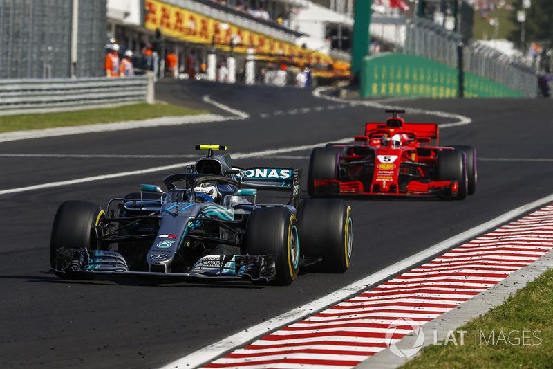 Valtteri Bottas, Mercedes AMG F1 W09 e Sebastian Vettel, Ferrari SF71H