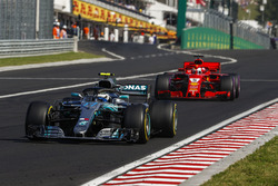 Valtteri Bottas, Mercedes AMG F1 W09 and Sebastian Vettel, Ferrari SF71H