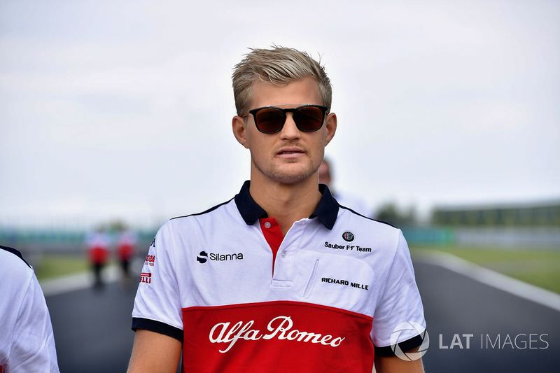 Marcus Ericsson, Sauber walks the track