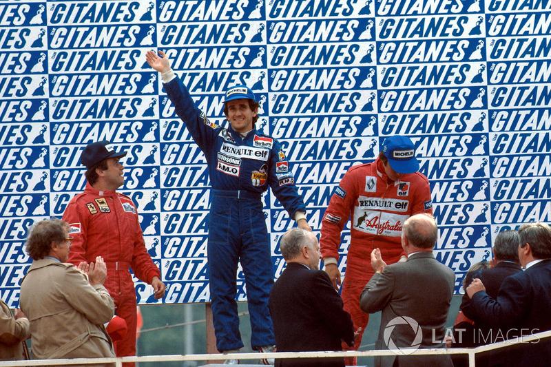 Podio: ganador de la carrera Alain Prost, Renault, segundo lugar Patrick Tambay, Ferrari, tercer lug