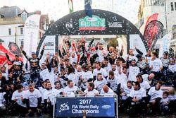Sébastien Ogier, Julien Ingrassia, Ford Fiesta WRC, M-Sport, Ott Tänak, Martin Järveoja, Ford Fiesta WRC, M-Sport, Elfyn Evans, Daniel Barritt, Ford Fiesta WRC, M-Sport fête le titre constructeurs de M-Sport