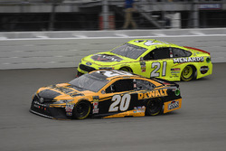 Erik Jones, Joe Gibbs Racing, Toyota Camry DeWalt and Paul Menard, Wood Brothers Racing, Ford Fusion