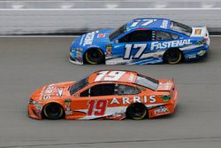 Daniel Suarez, Joe Gibbs Racing, Toyota Camry ARRIS Ricky Stenhouse Jr., Roush Fenway Racing, Ford F