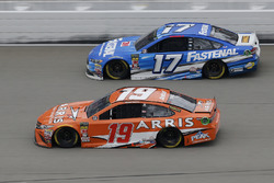 Daniel Suarez, Joe Gibbs Racing, Toyota Camry ARRIS Ricky Stenhouse Jr., Roush Fenway Racing, Ford F
