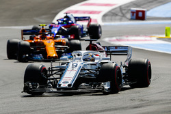 Marcus Ericsson, Sauber C37, Stoffel Vandoorne, McLaren MCL33