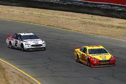 Joey Logano, Team Penske, Ford Fusion Shell Pennzoil e Brad Keselowski, Team Penske, Ford Fusion Discount Tire