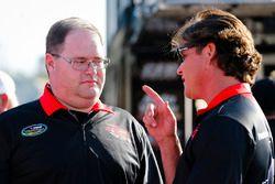 Cory Roper, Roper Racing, Ford F-150 Preferred Industrial Contractors, Inc. y el jefe de equipo Shane Whitbeck