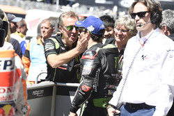 Обладатель поула Жоан Зарко и руководитель команды Monster Yamaha Tech 3 Эрве Поншараль