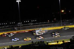 Crash: Martin Truex Jr., Furniture Row Racing, Toyota Camry 5-hour ENERGY/Bass Pro Shops, Brad Keselowski, Team Penske, Ford Fusion Discount Tire