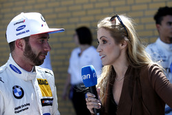 Philipp Eng, BMW Team RBM con Andrea Kaiser, Sat1-TV