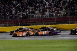 Daniel Suarez, Joe Gibbs Racing, Toyota Camry ARRIS e Denny Hamlin, Joe Gibbs Racing, Toyota Camry FedEx Express