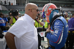 Гонщик Rahal Letterman Lanigan Racing Грэм Рейхол и его отец Бобби Рейхол
