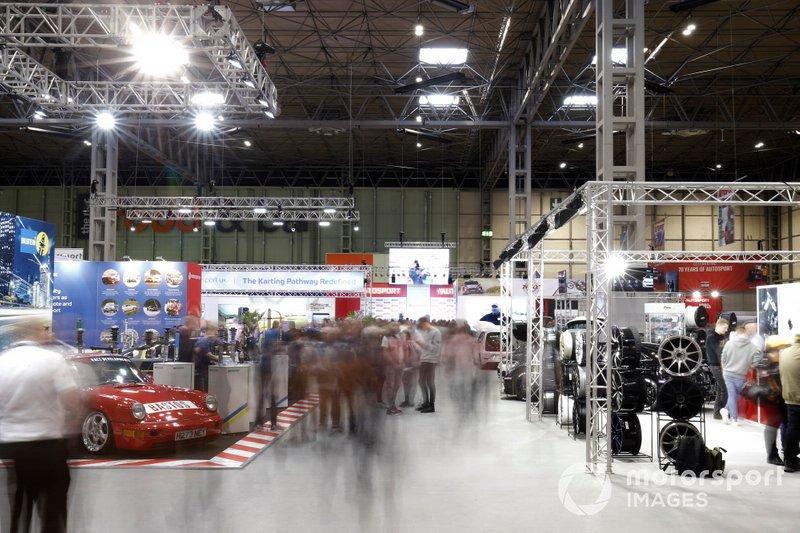 Una vista general de los aficionados en el Autosport International 2020