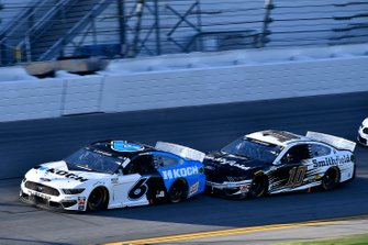 Ryan Newman, Roush Fenway Racing, Ford Mustang Koch Industries, Aric Almirola, Stewart-Haas Racing, Ford Mustang Smithfield