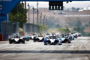 Alexander Sims, BMW I Andretti Motorsports, BMW iFE.20 Sébastien Buemi, Nissan e.Dams, Nissan IMO2, Lucas Di Grassi, Audi Sport ABT Schaeffler, Audi e-tron FE06 at the start