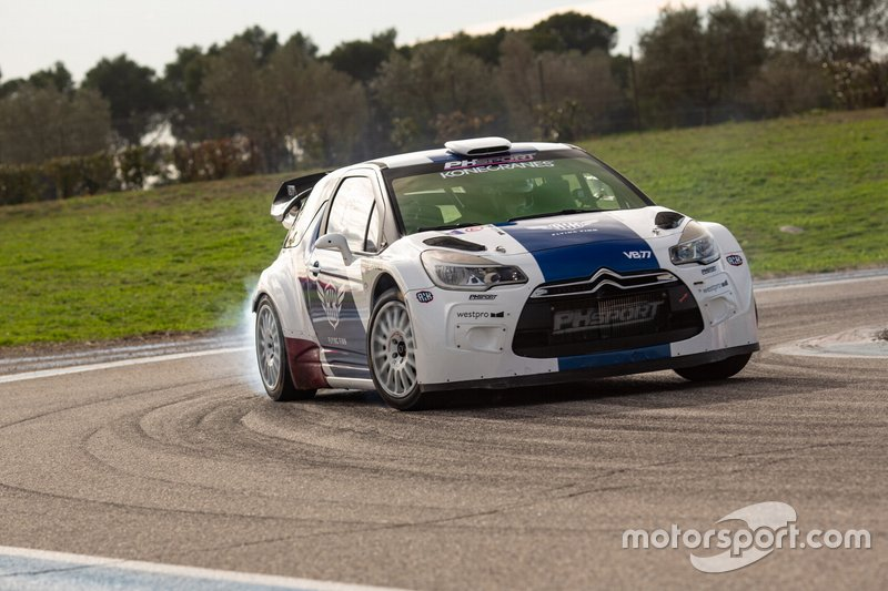Valtteri Bottas conduciendo un Citroën DS3 WRC