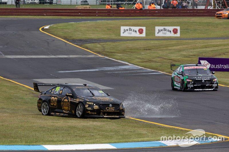 Anton De Pasquale, Will Brown, Erebus Motorsport Holden run wide