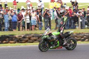 Il vincitore della gara Alex Lowes, Kawasaki Racing Team