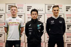 Nick Cassidy(DOCOMO TEAM DANDELION RACING)、Naoki Yamamoto(VANTELIN TEAM TOM'S), Alex Palou (TCS NAKAJIMA RACING)