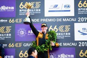 Podio: Ganador de la carrera Richard Verschoor, MP Motorsport