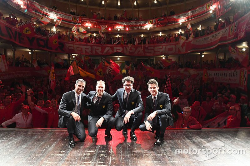 Гонщики Ferrari Себастьян Феттель и Шарль Леклер, тест-пилот Марк Жене и руководитель команды Маттиа Бинотто