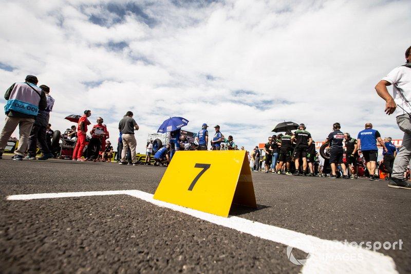 La casella vuota di Chaz Davies, Aruba.it Racing-Ducati Team, in griglia di partenza
