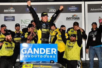 Ganador Grant Enfinger, ThorSport Racing, Ford F-150 Champion/ Curb Records