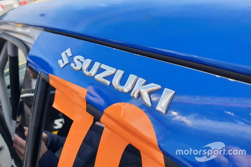 Suzuki Swift Sport, dettaglio del logo Suzuki