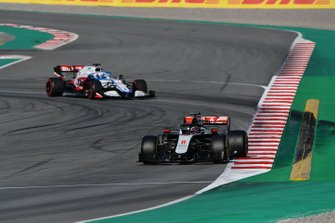 Romain Grosjean, Haas VF-20 y Nicholas Latifi, Williams FW43