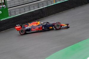 Max Verstappen, Red Bull Racing RB15, recovers from a spin