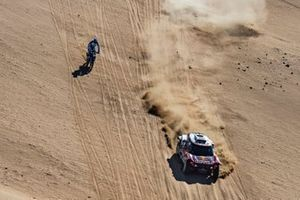 #305 JCW X-Raid Team: Carlos Sainz, Lucas Cruz, #89 Yamaha: Francesco Catanese
