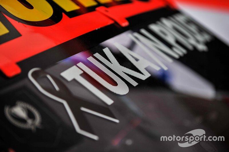 Homenagem a Tuka Rocha no carro de Nelsinho Piquet