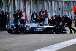 Mechanics push Nyck De Vries, Mercedes Benz EQ, EQ Silver Arrow 01 back into the garage