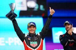 Podio: segundo lugar Andre Lotterer, Porsche y el ganador de la carrera Sam Bird, Virgin Racing