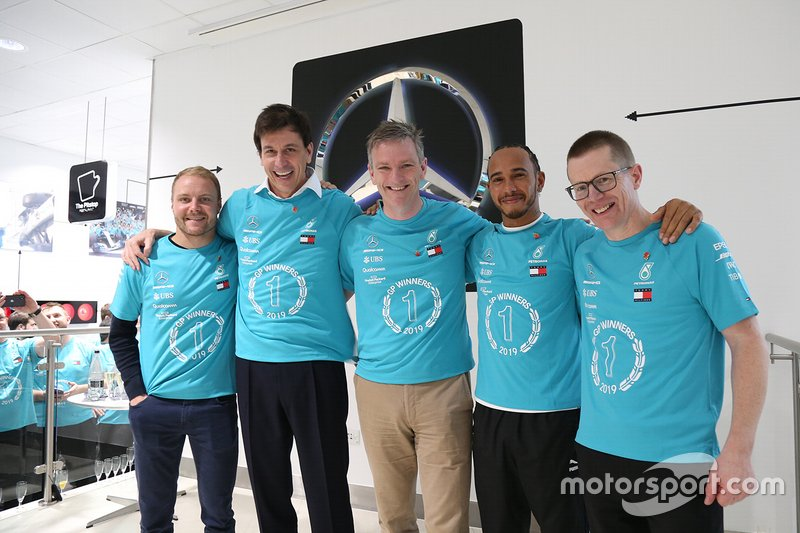 Valtteri Bottas, Toto Wolff, James Allison, Lewis Hamilton, Andy Cowell, Mercedes AMG F1