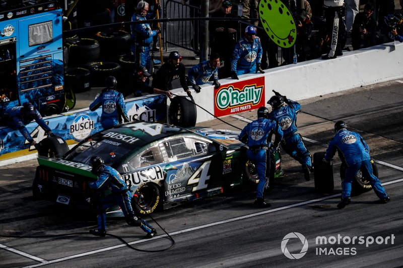 Kevin Harvick, Stewart-Haas Racing, Ford Mustang Busch Beer / Ducks Unlimited, pit stop