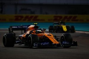 Lando Norris, McLaren MCL34, leads Daniel Ricciardo, Renault F1 Team R.S.19