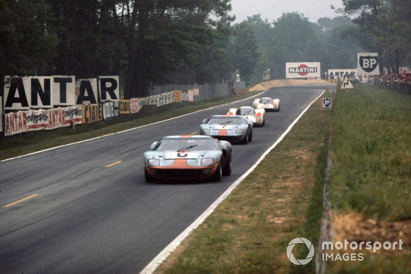 Jacky Ickx, Jackie Oliver, Ford GT40, David Hobbs, Mike Hailwood, Ford GT40, Hans Herrmann, Gerard Larrousse, Porsche 908, y Rudi Lins, Willi Kauhsen, Porsche 908