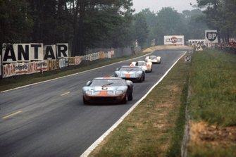 Jacky Ickx, Jackie Oliver, Ford GT40, David Hobbs, Mike Hailwood, Ford GT40, Hans Herrmann, Gerard Larrousse, Porsche 908, Rudi Lins, Willi Kauhsen, Porsche 908