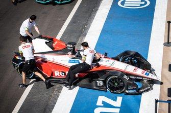 Mechanics push the Felipe Massa, Venturi, EQ Silver Arrow 01 through the pit lane