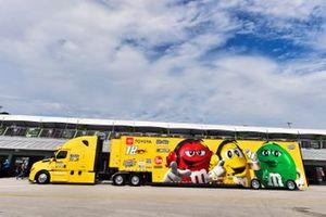 Kyle Busch, Joe Gibbs Racing, Toyota Camry M&M's hauler