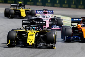 Daniel Ricciardo, Renault F1 Team R.S.19 with a broken front wing, Carlos Sainz Jr., McLaren MCL34, Sergio Perez, Racing Point RP19 and Nico Hulkenberg, Renault F1 Team R.S. 19